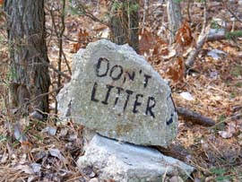 Don't Litter sign on the Ocean County Rail Trail